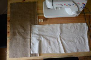 Les deux carrés de tissus à coudre pour réaliser le cache-pot.
