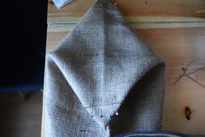Tracer un triangle sur la base de votre sac de tissu.