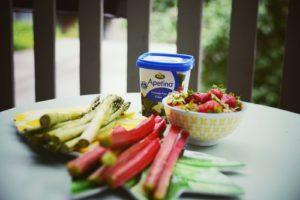 rhubarbe fraise asperges et feta sont nécessaires