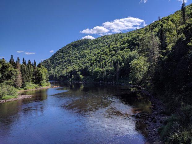 Le parc est magnifique avec ses vallées encadrant la rivière.
